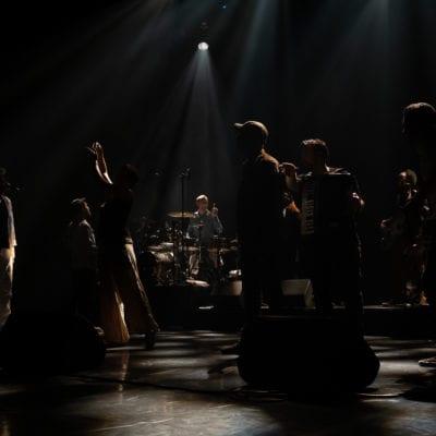 """HK (Kaddour Hadadi) in concert at L'A.R.C: national stage of the city of Le Creusot for the 2019/2020 season presentation of the concert hall. L'A.R.C, Le Creusot, 26 September 2019HK (Kaddour Hadadi) en concert à L'A.R.C : scène nationale de la ville du Creusot pour la présentation de saison 2019/2020 de la salle de spectacle. L'A.R.C, Le Creusot, 26 Septembre 2019Les différents choeurs de l'EdS (""""école du spectateur"""") jouent la comédie musicale """"Peter Pan, la véritable histoire"""". L'A.R.C, Le Creusot, 22 Septembre 2019"""