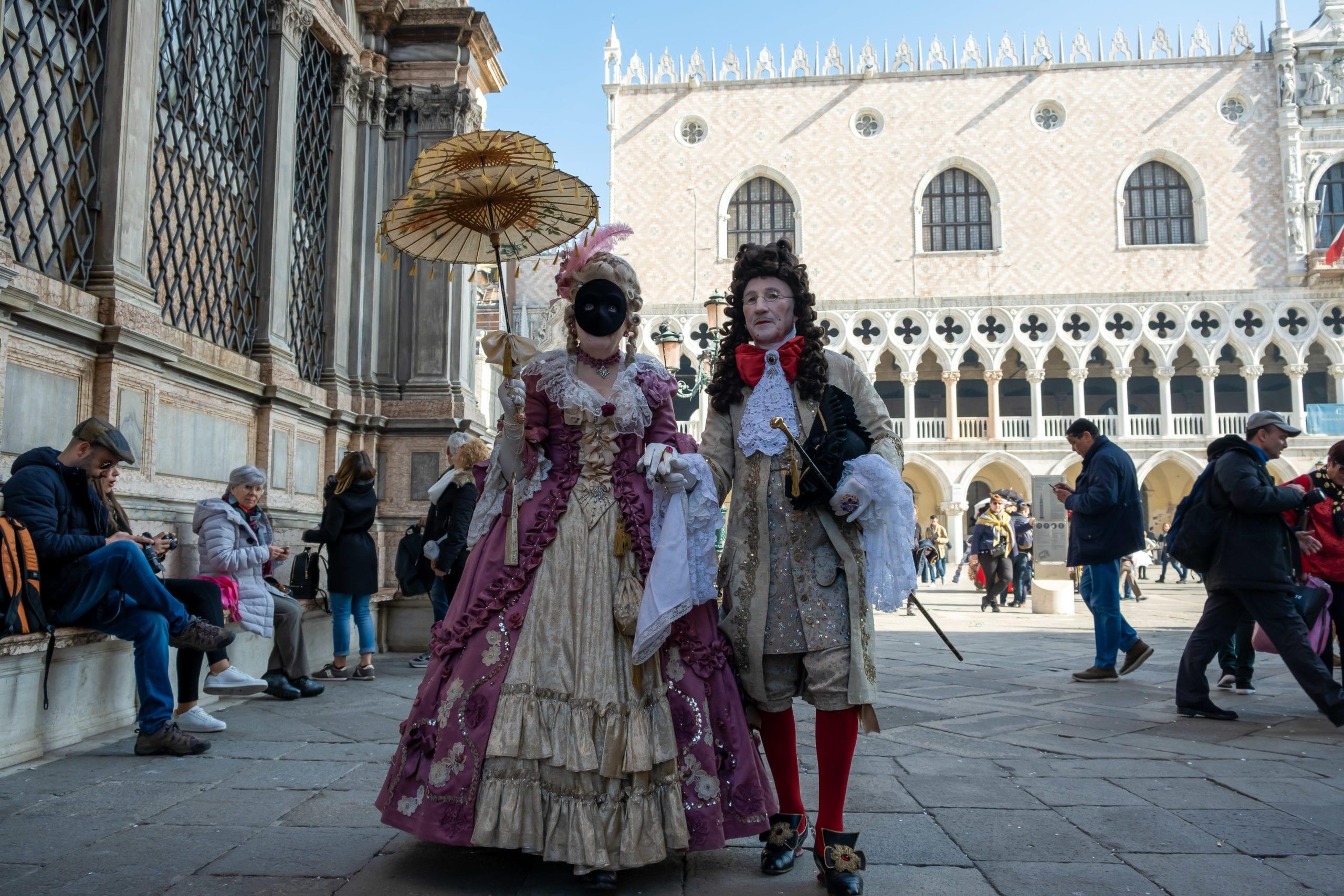Venetians celebrate carnival - Venice Carnival. Venice, Italy - 27 February 2019. Les vénitiens fêtent le carnaval - Carnaval de Venise. Venise, Italie - 27 février 2019.