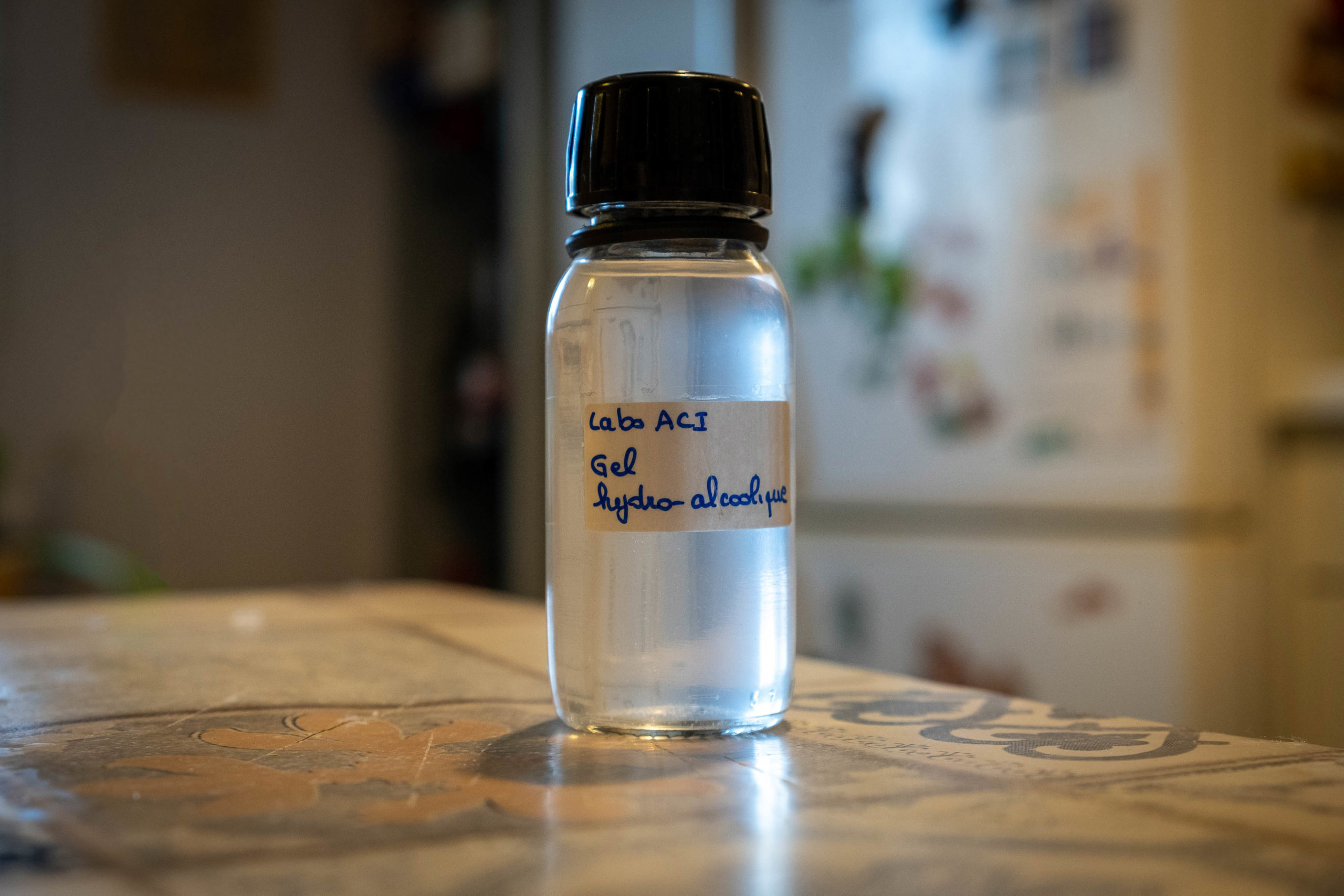 In France, it is still possible to buy hydroalcoholic gel in pharmacies but in limited quantities (illustration). Saone-et-Loire, 27 March 2020. En France, il est toujours possible d'acheter du gel hydro alcoolique en pharmacie mais en quantité limitée (illustration). Saone-et-Loire, 27 mars 2020