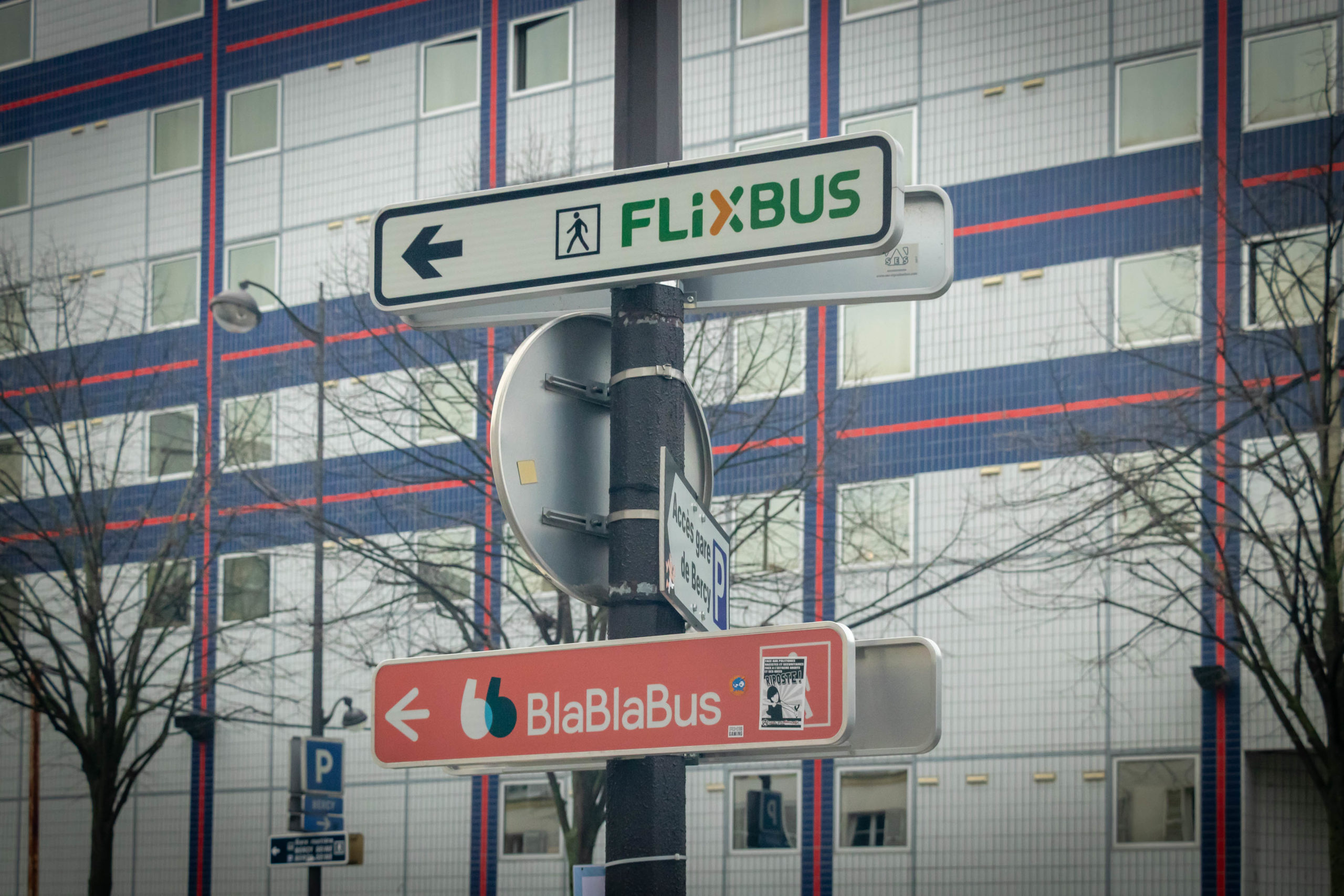 Sign indicating the stop location of two bus companies. Paris, Gare de Bercy, January 25th, 2020.Panneau indiquant le lieu de l'arrêt de deux compagnies de bus. Paris, Gare de Bercy, 25 janvier 2020.