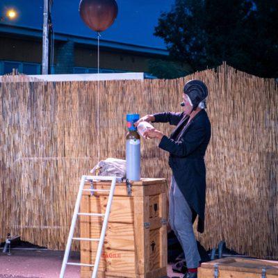 """Clown show """"Frigo 2"""" (Compagnie Dis Bonjour à la dame) at Les Beaux Bagages 2020 festival maintained despite the epidemic. Le Creusot, August 4, 2020. Florian Jannot-Caeilleté / APJ / Hans Lucas.Spectacle clownesque """"Frigo 2"""" (Compagnie Dis Bonjour à la dame) au festival Les Beaux Bagages 2020 maintenu malgré l'épidémie. Le Creusot, 4 aout 2020. Florian Jannot-Caeilleté / APJ / Hans Lucas."""