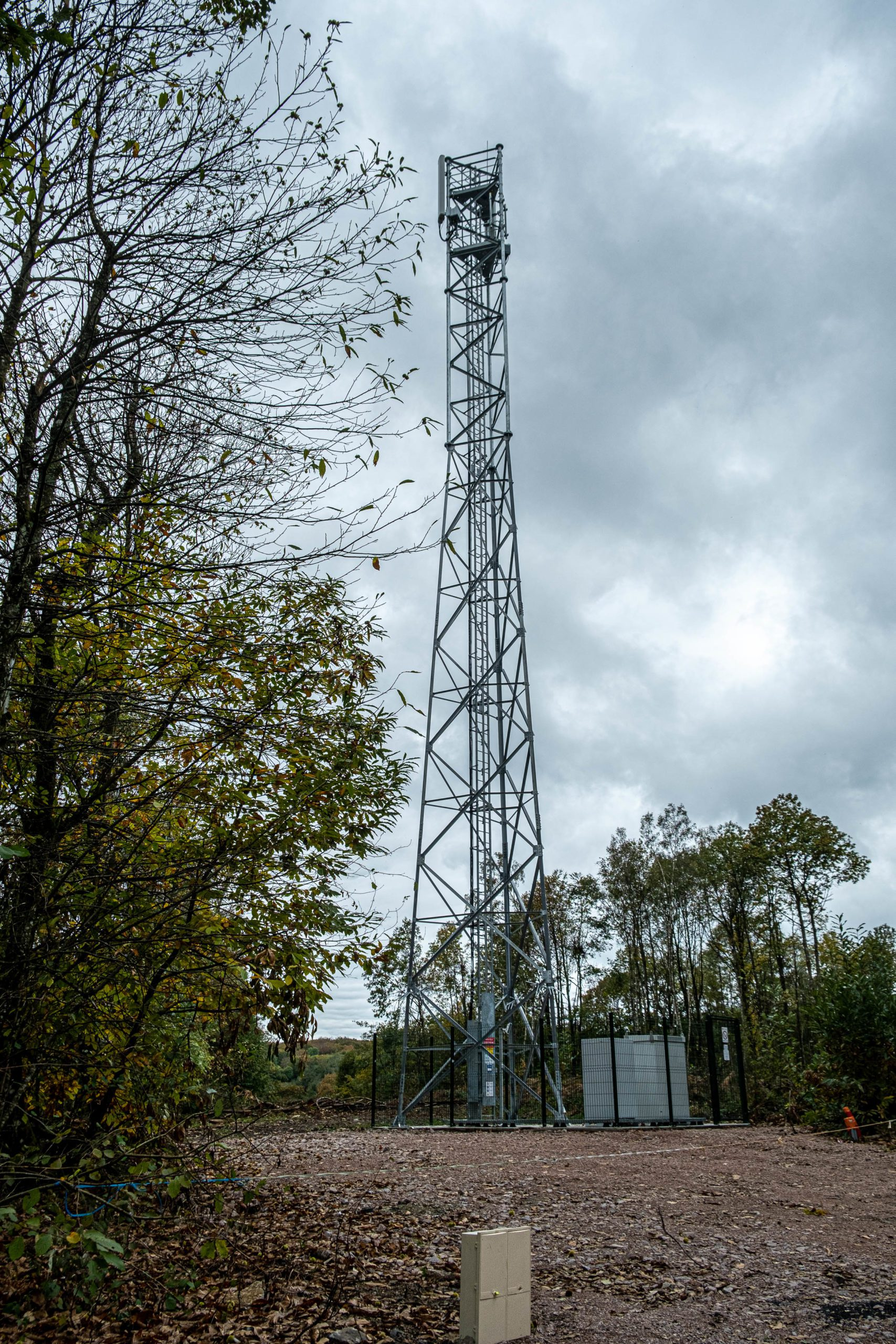 While 5G is about to make its appearance in France, the installation of new mobile telephone relay antennas is continuing in certain rural areas. Uchon, 17 October 2020. Florian Jannot-Caeillete / APJ / Hans Lucas.