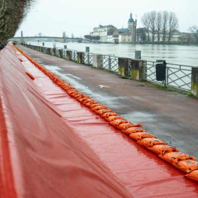 In Chalon-sur-Saone (71), the town has installed its anti-flood system. Chalon-sur-Saone, 06 February 2021. Florian Jannot-Caeilleté / APJ / Hans Lucas. A Chalon-sur-Saone (71), la ville a installé son système anti-crue. Chalon-sur-Saone, 06 février 2021. Florian Jannot-Caeilleté / APJ / Hans Lucas.