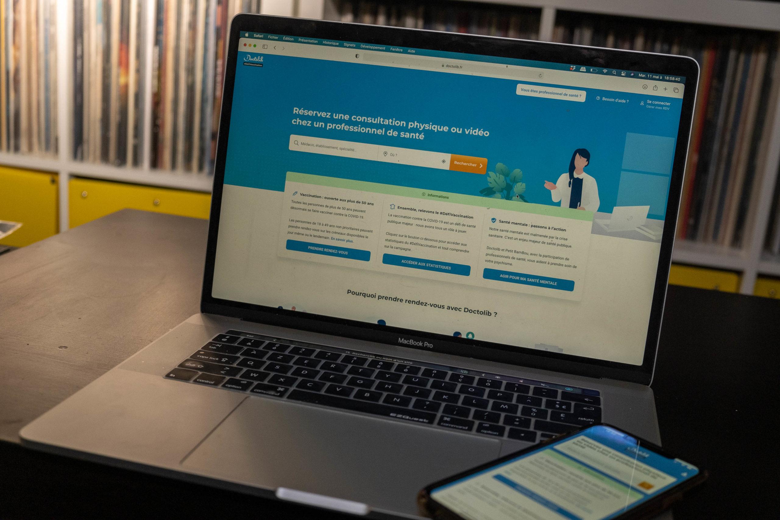 FRANCE, NEVERS, 2021/05/11. Doctolib, CovidTracker, ViteMaDose: tools that have developed with the health crisis. Florian Jannot-Caeillete / APJ / Hans Lucas. FRANCE, NEVERS, 2021/05/11. Doctolib, CovidTracker, ViteMaDose : les outils qui se sont développés avec la crise sanitaire. Florian Jannot-Caeillete / APJ / Hans Lucas.