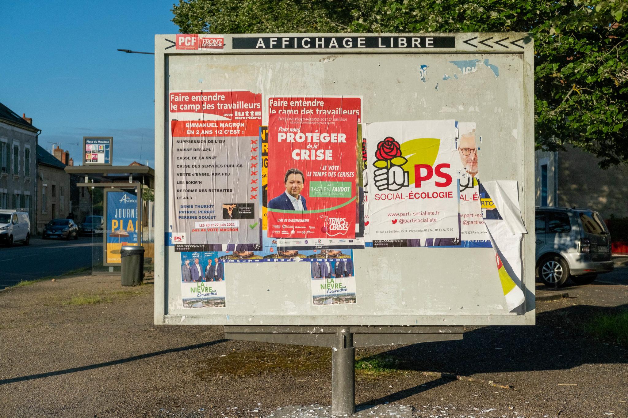 FRANCE, NEVERS, 2021/06/07. Election billboards in the streets of Nevers. Florian Jannot-Caeillete / APJ / Hans Lucas.FRANCE, NEVERS, 2021/06/07. Panneaux d'affichage électoraux dans les rues de Nevers. Florian Jannot-Caeillete / APJ / Hans Lucas.